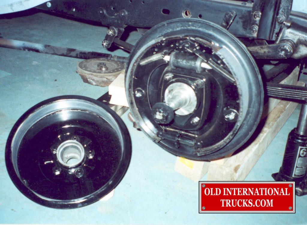 "Wheel brakes restored <div class=""download-image""><a href=""https://oldinternationaltrucks.com/wp-content/uploads/2017/09/27-1.jpg"" download><i class=""fa fa-download""></i> <span class=""full-size""></span></a></div>"