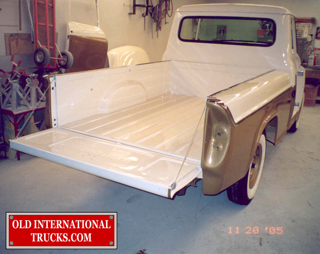 "TAIL GATE INSTALLED <div class=""download-image""><a href=""https://oldinternationaltrucks.com/wp-content/uploads/2017/09/272.jpg"" download><i class=""fa fa-download""></i> <span class=""full-size""></span></a></div>"