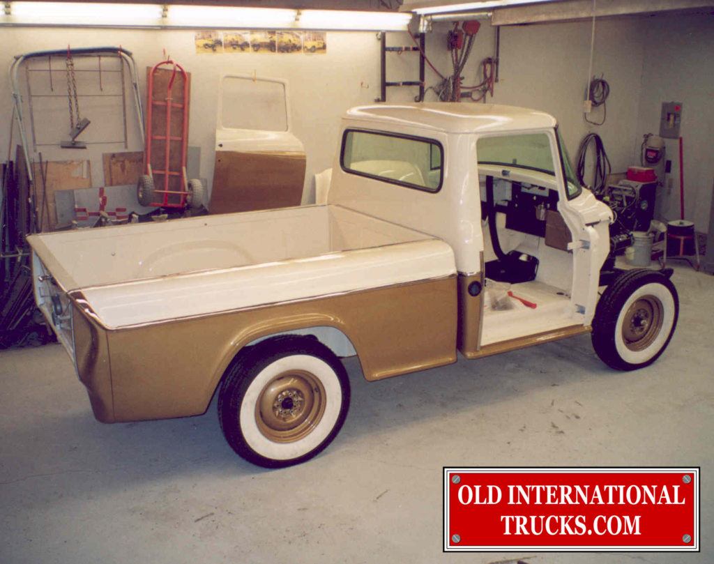 "BOX REAR FENDERS INSTALLED <div class=""download-image""><a href=""https://oldinternationaltrucks.com/wp-content/uploads/2017/09/273.jpg"" download><i class=""fa fa-download""></i> <span class=""full-size""></span></a></div>"
