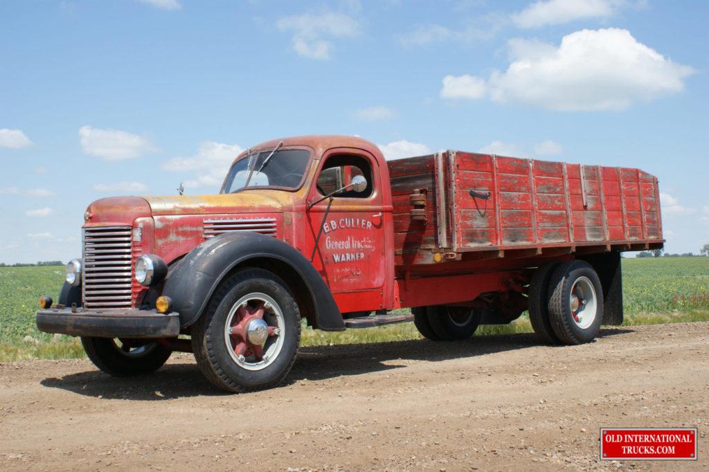 "1946 K-6 pretty clean for an old truck <div class=""download-image""><a href=""https://oldinternationaltrucks.com/wp-content/uploads/2017/09/DSC00312.jpg"" download><i class=""fa fa-download""></i> <span class=""full-size""></span></a></div>"