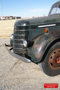 """Front end very staight for a 1940 truck <div class=""""download-image""""><a href=""""https://oldinternationaltrucks.com/wp-content/uploads/2017/09/DSC09414.jpg"""" download><i class=""""fa fa-download""""></i> <span class=""""full-size""""></span></a></div>"""