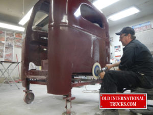 "Polishing the clear coat <div class=""download-image""><a href=""https://oldinternationaltrucks.com/wp-content/uploads/2017/09/DSCN0179.jpg"" download><i class=""fa fa-download""></i> <span class=""full-size""></span></a></div>"
