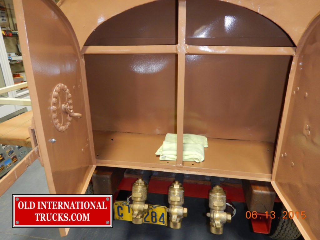 """Fuel tank with rear storage are and gallon counter on left door <div class=""""download-image""""><a href=""""https://oldinternationaltrucks.com/wp-content/uploads/2017/09/DSCN0665.jpg"""" download><i class=""""fa fa-download""""></i> <span class=""""full-size""""></span></a></div>"""