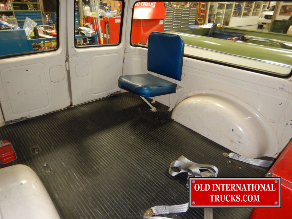 "ONE OF THE AMBULANCE ATENDANTS SEATS <div class=""download-image""><a href=""https://oldinternationaltrucks.com/wp-content/uploads/2017/09/DSCN6276.jpg"" download><i class=""fa fa-download""></i> <span class=""full-size""></span></a></div>"