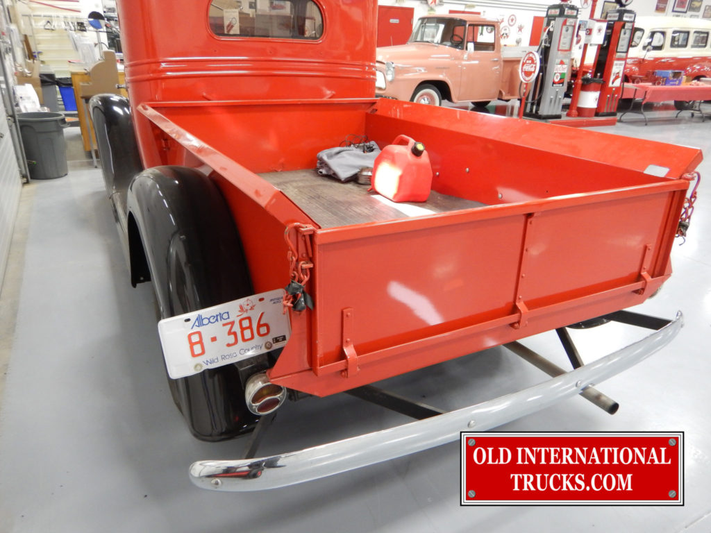 "Short wheel base box <div class=""download-image""><a href=""https://oldinternationaltrucks.com/wp-content/uploads/2017/09/DSCN6449.jpg"" download><i class=""fa fa-download""></i> <span class=""full-size""></span></a></div>"