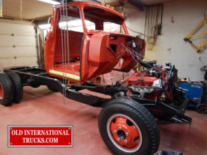 "lining up the cab before dropping on frame <div class=""download-image""><a href=""https://oldinternationaltrucks.com/wp-content/uploads/2017/09/DSCN8005_1.jpg"" download><i class=""fa fa-download""></i> <span class=""full-size""></span></a></div>"