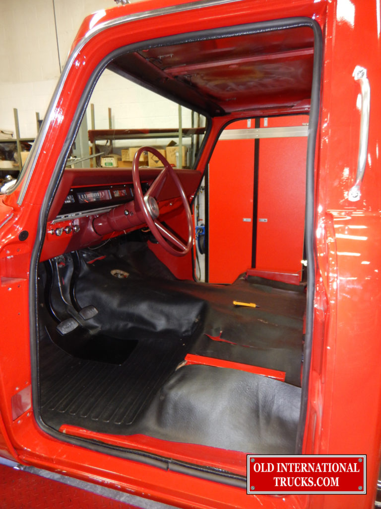 "Floor mat installed <div class=""download-image""><a href=""https://oldinternationaltrucks.com/wp-content/uploads/2017/09/DSCN8964-1.jpg"" download><i class=""fa fa-download""></i> <span class=""full-size""></span></a></div>"