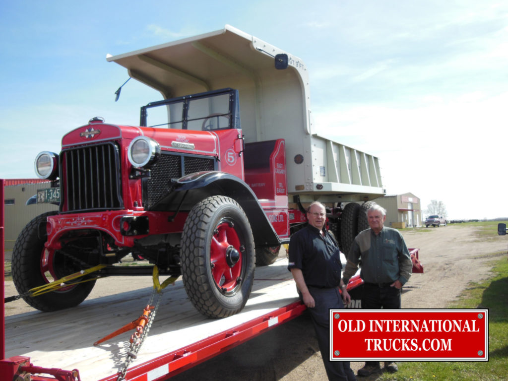 "George Kirkham buying the tuck from Ron Cary. <div class=""download-image""><a href=""https://oldinternationaltrucks.com/wp-content/uploads/2017/09/DSCN9701.jpg"" download><i class=""fa fa-download""></i> <span class=""full-size""></span></a></div>"