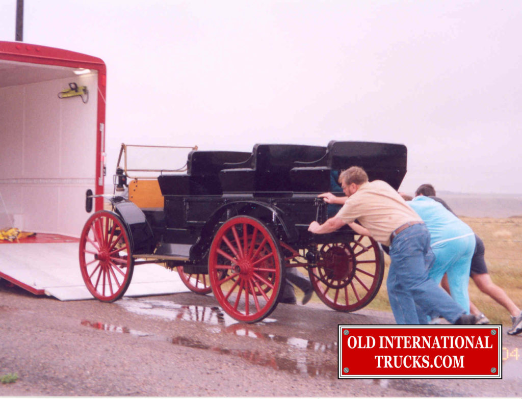 "Loading the 1913 in trailer <div class=""download-image""><a href=""https://oldinternationaltrucks.com/wp-content/uploads/2017/11/27.jpg"" download><i class=""fa fa-download""></i> <span class=""full-size""></span></a></div>"