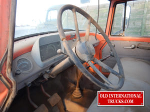 "A WELL USED STEERING WHEEL  <div class=""download-image""><a href=""https://oldinternationaltrucks.com/wp-content/uploads/2017/11/DSCN0106.jpg"" download><i class=""fa fa-download""></i> <span class=""full-size""></span></a></div>"