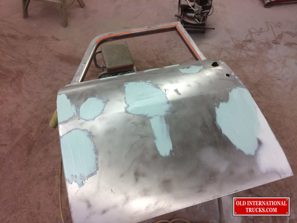 "DOING THE BODY WORK ON THE DOORS <div class=""download-image""><a href=""https://oldinternationaltrucks.com/wp-content/uploads/2017/11/IMG_6493.jpg"" download><i class=""fa fa-download""></i> <span class=""full-size""></span></a></div>"