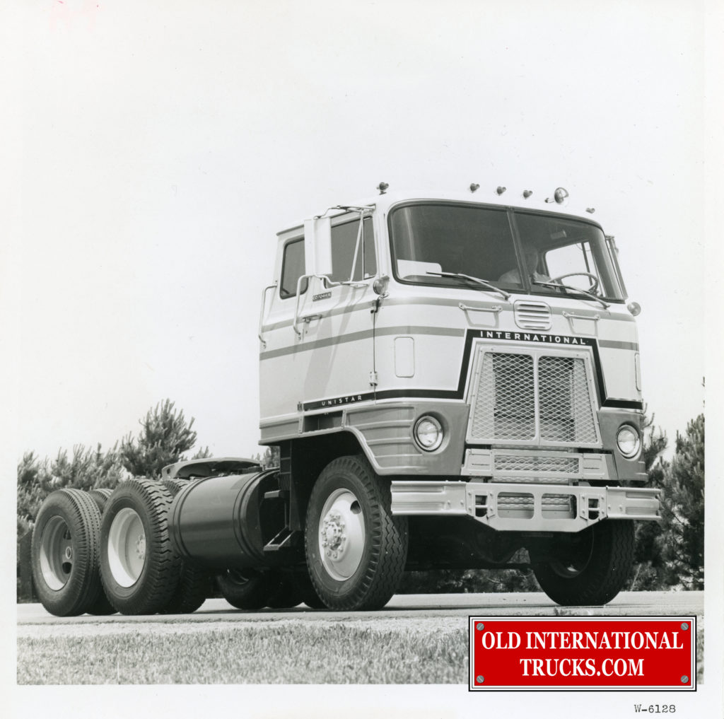 "UNISTAR 4X4 with tag axle  <div class=""download-image""><a href=""https://oldinternationaltrucks.com/wp-content/uploads/2017/12/img425.jpg"" download><i class=""fa fa-download""></i> <span class=""full-size""></span></a></div>"