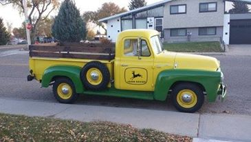 "1957 S100 Painted in John deer colors Owned by Kurt <div class=""download-image""><a href=""https://oldinternationaltrucks.com/wp-content/uploads/2018/01/KURT-1957-S110-1.jpg"" download><i class=""fa fa-download""></i> <span class=""full-size""></span></a></div>"
