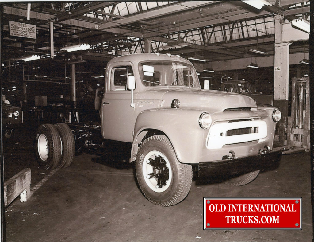 "1956 S-180 at Fort Wayne <div class=""download-image""><a href=""https://oldinternationaltrucks.com/wp-content/uploads/2018/04/1956-S-180-AT-FORT-WANE-.jpg"" download><i class=""fa fa-download""></i> <span class=""full-size""></span></a></div>"