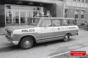 "Montreal Police 1969 100 Travelall <div class=""download-image""><a href=""https://oldinternationaltrucks.com/wp-content/uploads/2021/02/MONTREAL-POLICE-1969-100-TRAVELALL.jpg"" download><i class=""fa fa-download""></i> <span class=""full-size""></span></a></div>"